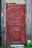Старая сельская дверь красного цвета Стоковое фото RF
