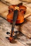 Старая скрипка в мастерской Стоковые Фотографии RF