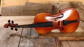 Старая скрипка в мастерской Стоковые Изображения