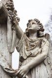 Старая скульптура мрамора кладбища ангела Стоковые Фотографии RF