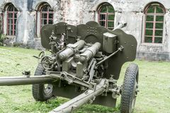 Старая советская противотанковая пушка артиллерии от времени Второй Мировой Войны стоковое изображение