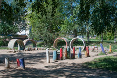 Старая спортивная площадка детей стоковые фото