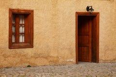 Старая средневековая улица, фронт одиночного дома Стоковое Фото