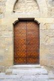 Старая средневековая деревянная дверь мать 2 изображения дочей цвета Стоковое фото RF