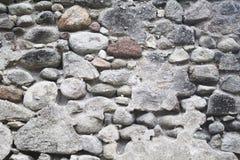 Старая средневековая каменная стена Средневековая текстура фото городища Деревенская каменная стена с гипсовым цементом Стоковые Фото