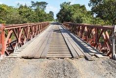 Старая сталь и деревянный мост Bailey Стоковое Изображение