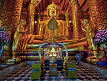 Старая статуя Будды на Wat Phanan Choeng, Ayutthaya, Таиланде стоковое фото