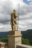 Старая статуя воина защищая немецкий замок Стоковые Изображения