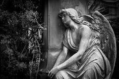 Старая статуя кладбища Стоковые Изображения RF