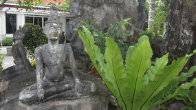 Старая статуя массажа персоны Стоковое фото RF