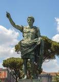 Старая статуя Gaius Жулиус Чаесар в Неаполь Стоковое Изображение