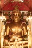 Старая статуя Wat Phra Mahathat Woramahawihan Будды в Nakhon Si t Стоковое фото RF