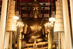 Старая статуя Wat Phra Mahathat Woramahawihan Будды в Nakhon Si t Стоковые Изображения RF