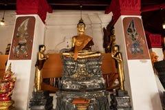 Старая статуя Wat Phra Mahathat Woramahawihan Будды в Nakhon Si t Стоковое Изображение RF