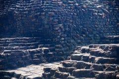 Старая стена кирпичей вокруг места стоковое изображение rf