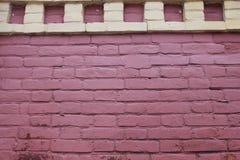 Старая стена с розовым кирпичом с желтым цветом придает квадратную форму крупному плану Стоковая Фотография