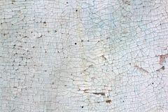Старая стена с треснутой белой и голубой краской Стоковое Фото