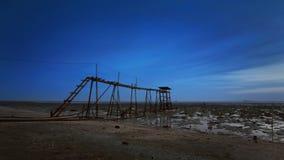 Старая сломанная мола во время голубого часа Стоковые Изображения