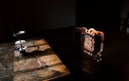 Старая таблица в китайской комнате Стоковое фото RF