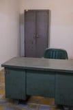 Старая таблица и закрытый в бункере войны стоковое фото rf
