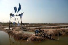 Старая тайская традиционная мельница насоса и ветра колеса воды Стоковое Изображение