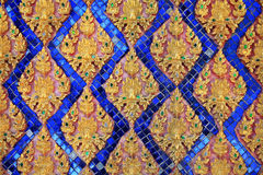 Старая тайская флористическая картина искусства на виске Стоковая Фотография RF