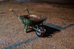 Старая тачка в ноче Стоковое Фото