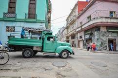 Старая тележка в bussy Гаване стоковое изображение