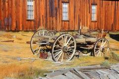 Старая тележка в город-привидении Bodie Стоковое Изображение