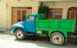 Старая тележка цвета старая тележка Стоковые Фото