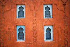 Старая традиционная декоративная стена сделанная из глины стоковые фотографии rf