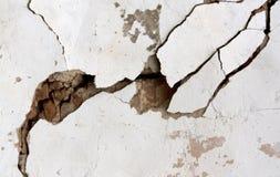 Старая треснутая стена гипсолита Стоковая Фотография