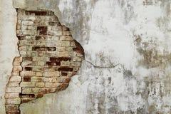 Старая треснутая стена покинутых руин Стоковая Фотография