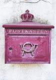 Старая увяданная красная коробка столба в Германии Стоковые Фотографии RF