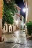 старая улица вечером в St Tropez, Франции стоковое изображение rf