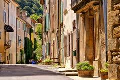 Старая улица в деревне Saignon, Провансали, Франции Стоковые Изображения RF
