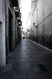 Старая улица испанского языка Каталонии стоковые фотографии rf