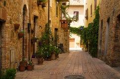 Старая улица старого городка Pienza, Тосканы, Италии Стоковые Фотографии RF