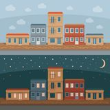Старая улица с ретро фасадами здания, вид спереди городка День и Стоковое Фото