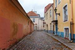 старая улица tallinn стоковое изображение