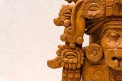 Старая урна Zapotec погребальная в форме божества стоковые изображения rf