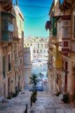 Старая улица Валлетты - столицы Мальты Стоковая Фотография