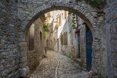 Старая улица в городке связки Стоковые Фотографии RF