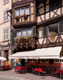 Старая улица городка в Кольмаре, Франции Стоковые Фотографии RF