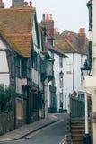 Старая улица городка в Hastings стоковые изображения
