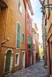 Старая улица городка в Villefranche-sur-Mer Стоковые Изображения