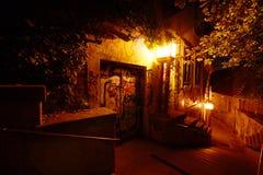 Старая улица к ноча в осени стоковое фото rf