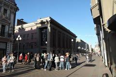 Старая улица Arbat в центре города Москвы Стоковые Изображения