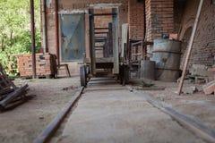 Старая фабрика для продукции бледных кирпичей от глины для buil Стоковая Фотография RF