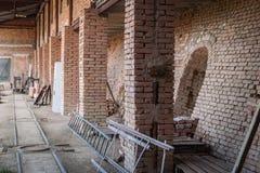 Старая фабрика для продукции бледных кирпичей от глины для buil Стоковая Фотография